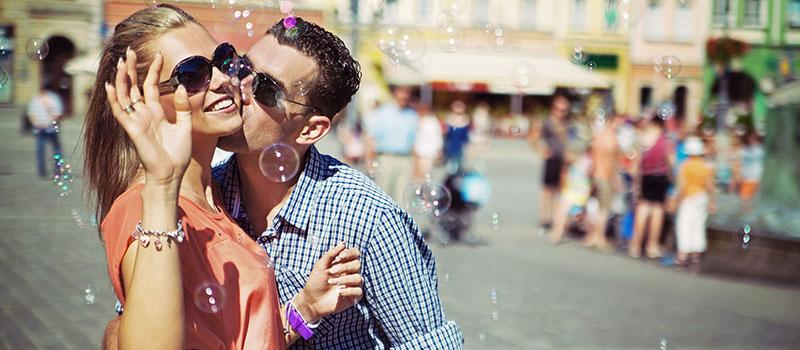Erkeklerin Kadınlarda Sevdiği 5 Garip Davranış