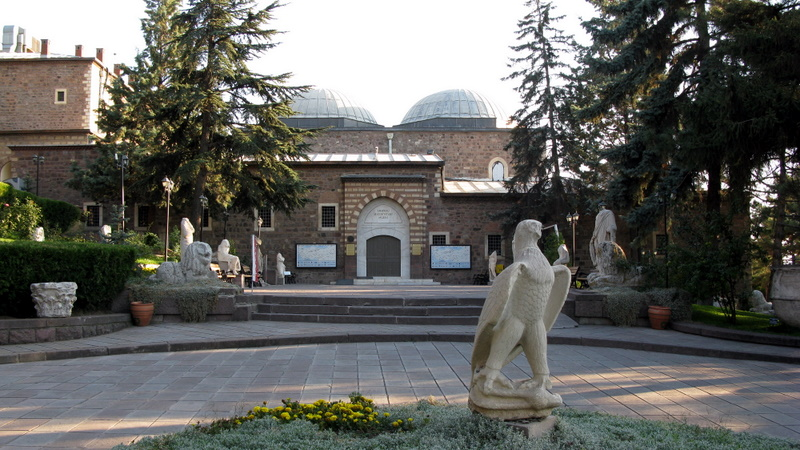 Anadolu Medeniyetleri Müzesi'nde pek çok farklı döneme ait tarihi eser yer alıyor.